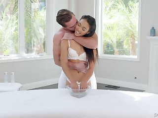 Asian girlfriend Aria Skye knows how to make her boyfriend fully satisfied
