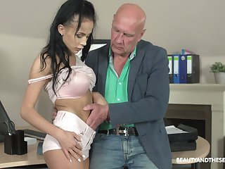 Old boss is checking out wet pussy and deep throat of young secretary Nicole Love