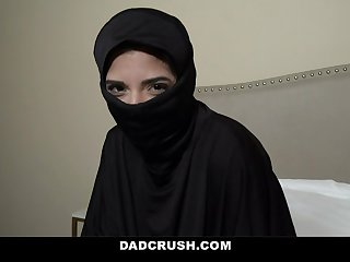 Teen Gabriela Lopez With Hijab Gives Her Boyfriend a Sloppy Wet Blowjob
