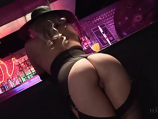 Lewd blonde Syren Sexton gets intimate with stranger at the bar