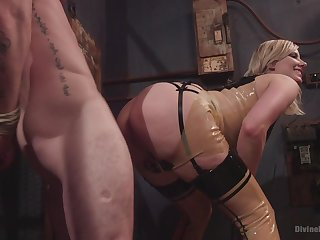 Face sitting porn and femdom XXX with a hot blonde