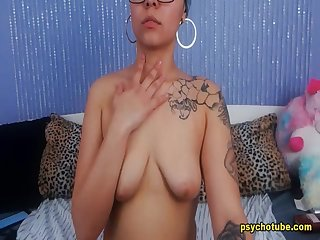 Voluptuous Kinky Babe Engaged To A Raunchy Performance Live
