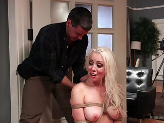 Blonde slut Lorelei Lee gets tied up with a rope and depptroathed