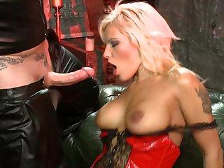 Seductive blonde slut Scarlett March spreads her legs to ride