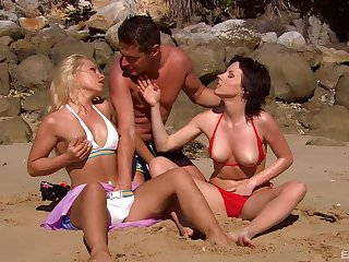 Strong threesome by the pool for two sluts on holiday
