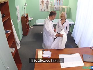 Quickie fucking on the hospital table with horny nurse Roxy