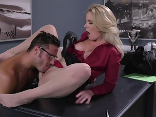 Office MILF gets intimate with the new guy