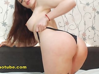 Natural Brunette Exposes Her Pussy On Webcam